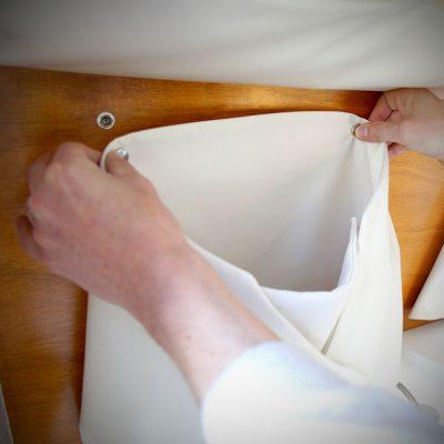 Déplacez les pochettes textiles facilement dans le van aménagé